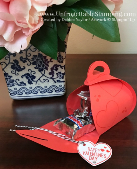 Unfrogettable Stamping | Fabulous Friday Valentine treat featuring the Curvy Keepsake Thinlits and January 2017 Paper Pumpkin stamp set from Stampin' Up!