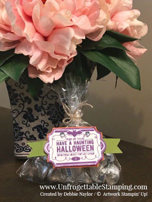 Unfrogettable Stamping | Fabulous Friday Halloween treat featuring the Lots of Labels stamp set, Everyday Label punch, linen thread, clear medium envelopes and rhinestone jewels by Stampin' Up!